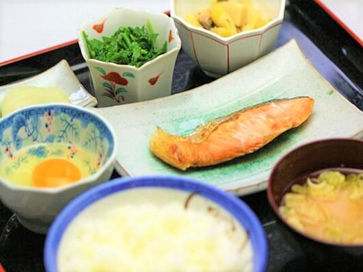 飯田自動車学校の食事例
